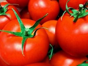 切ってないトマト