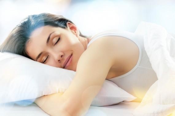 まつげ 伸ばす 睡眠