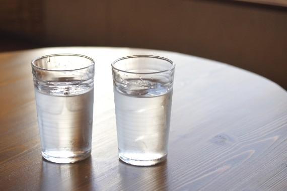 二日酔いに効く食べ物 予防 水