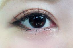 黒目 大きく アイライン3
