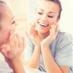 顔の歪みを防いで美人を保つ!顔を歪ませるNG行動と歪みを防ぐ方法