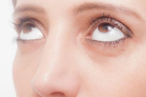 黒目 大きく ④