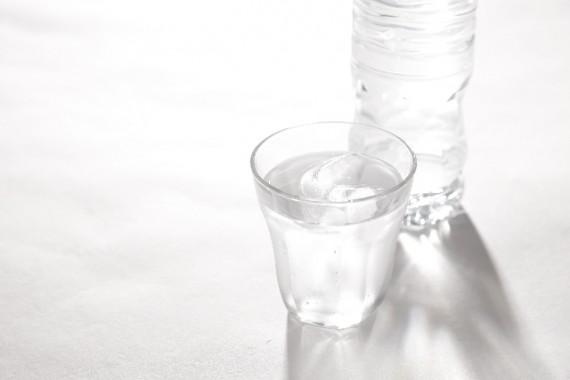 二日酔いに効く食べ物 水分補給