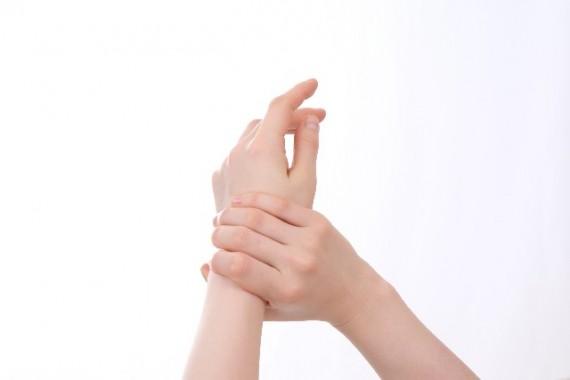 指 細く 指さする