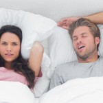 いびきの原因は6つ!いびきをかきにくい寝方&対策グッズを紹介