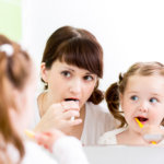 歯のホワイトニングしてる? 自宅で歯を白く保つ方法