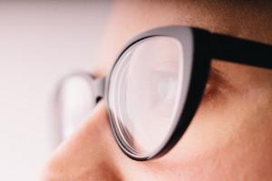 メガネ 車酔い 対策