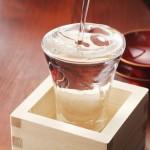 話題の日本酒化粧水が気になる!おすすめ商品&作り方をご紹介♡