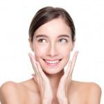 顔のベタベタはなにが原因?憧れのさらさら肌になる方法