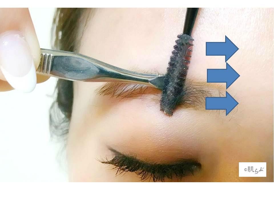 眉毛枠内の毛を抜く画像