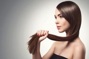 髪をストレートにする方法