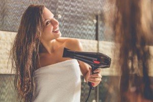 髪 ボサボサ 原因 ヘアケア 対策