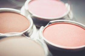 チーク 塗り方 ピンク