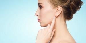 耳たぶ ニキビ 原因