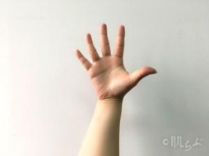 指 細く ②