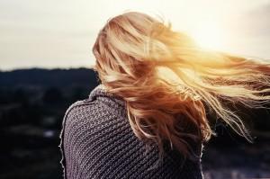 髪の毛 ベタベタ 女性