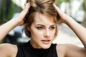 頭皮 かゆみ 原因 対策 フケ 皮脂 乾燥 汚れ 酸化 雑菌 炎症 毛穴詰まり くせ毛 ストレス 紫外線 ニオイ 汗臭