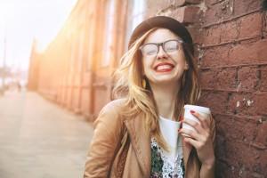 面長 メガネ 似合う 輪郭 ウエリントン ボストン ラウンド 眼鏡 スクエア 顔 長い 大きい 大人っぽい 髪形 眉毛 前髪 メイク 男性 女性