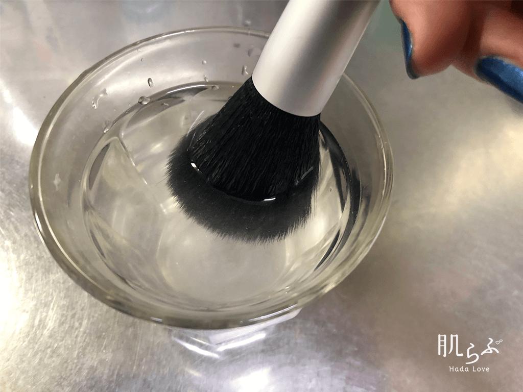 クリーナーを使う方法、ブラシをもみ洗う