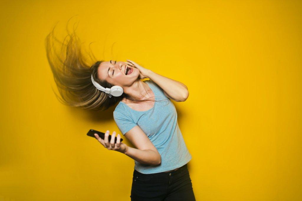 気分転換に音楽を聴いている