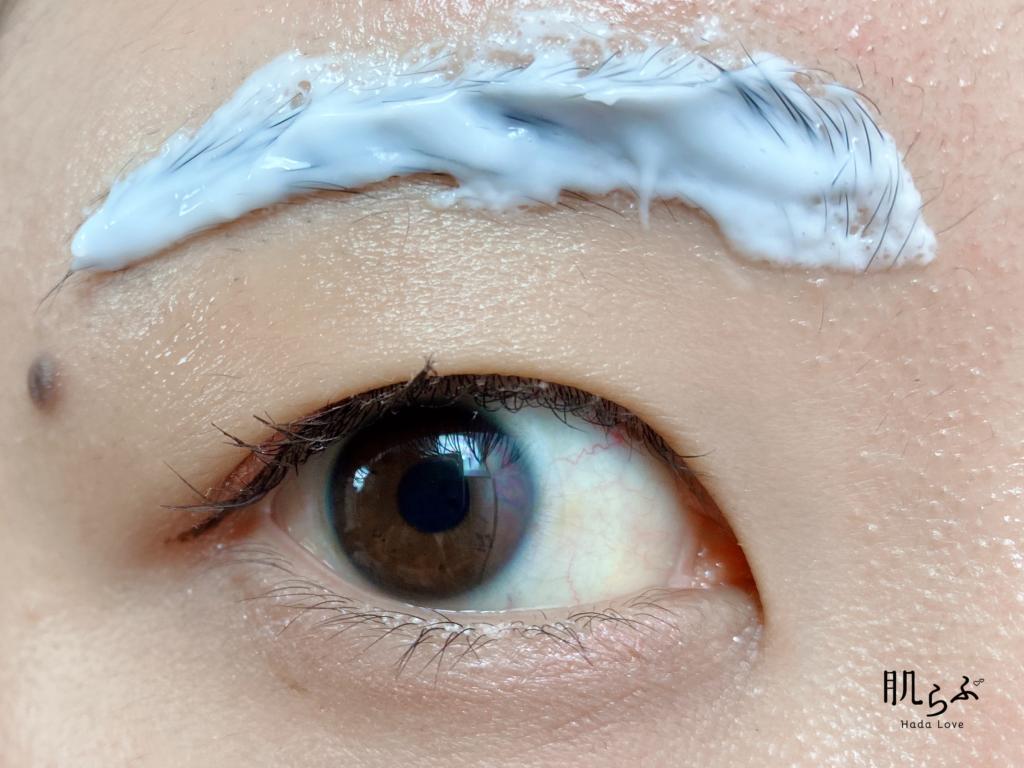 ④眉全体に塗布できたら、5分おきます