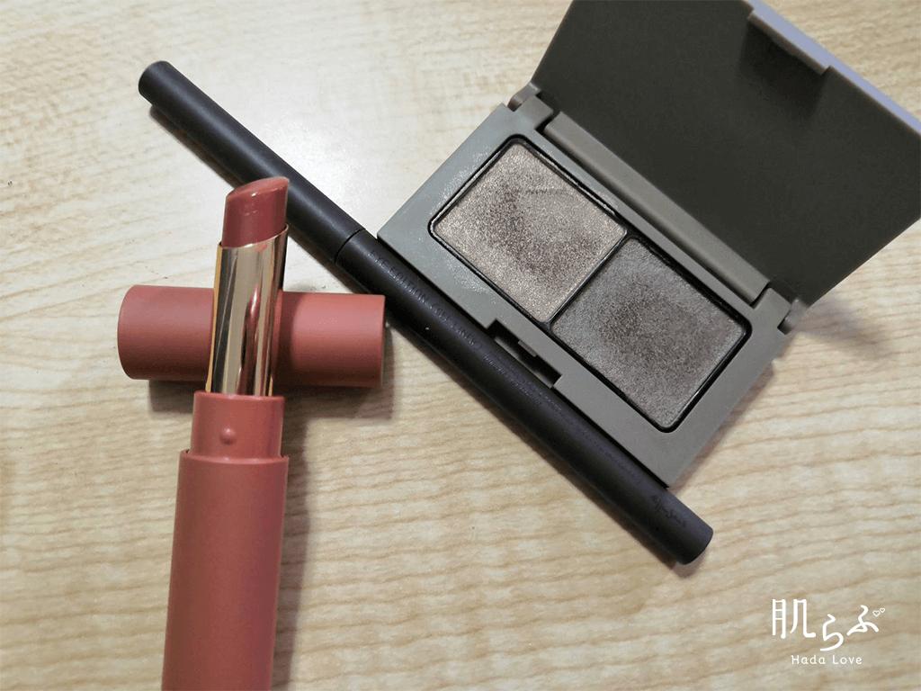 エテュセのトレンド秋コスメコーデ1 異素材MIXマキシワンピの組み合わせ