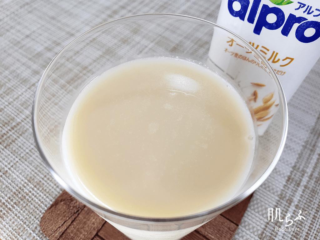 オーツミルクの色