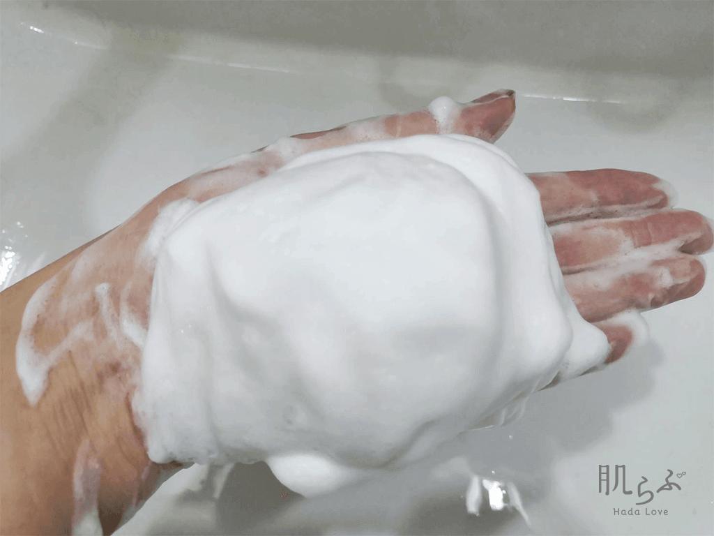 人気クレイ洗顔「アラヴィータ クレイウォッシュ」を泡立てた