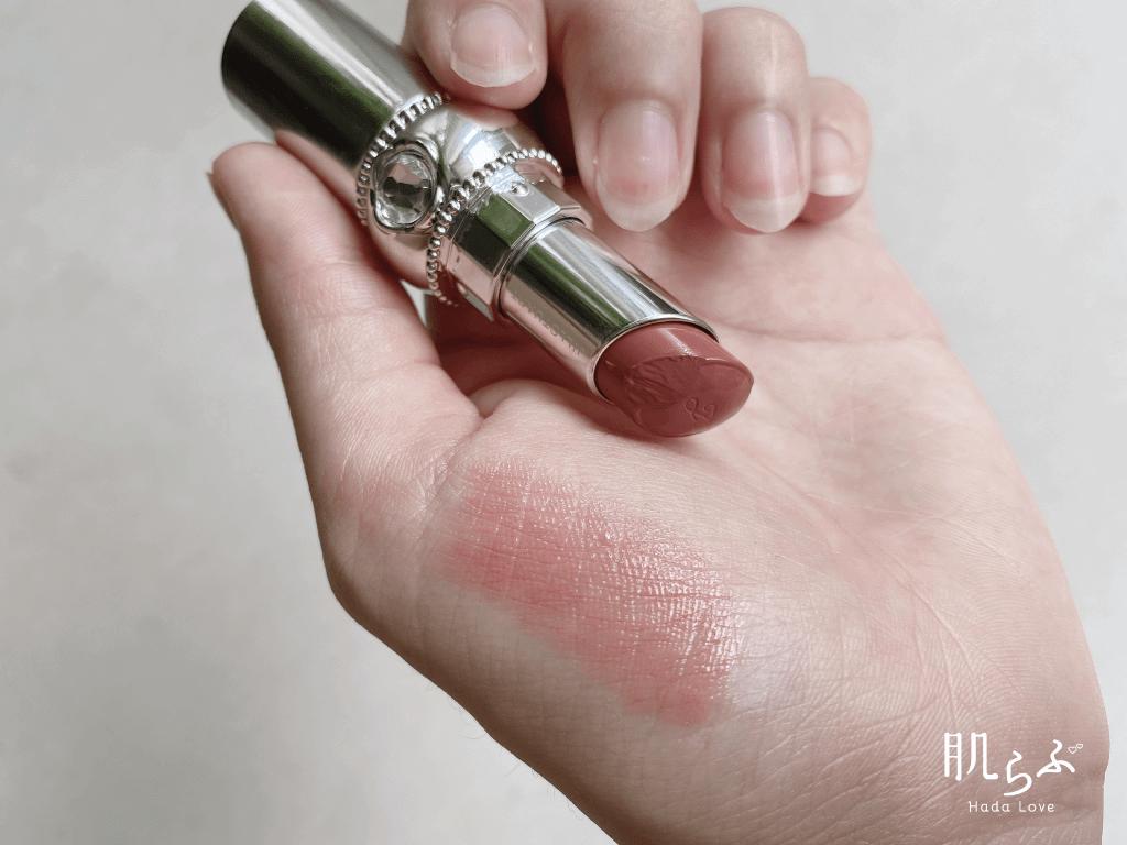 リップブロッサムの103 jasmine mochaを手に試し塗り