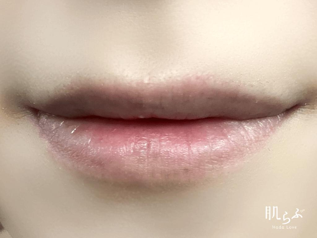 何も塗っていないの素の唇