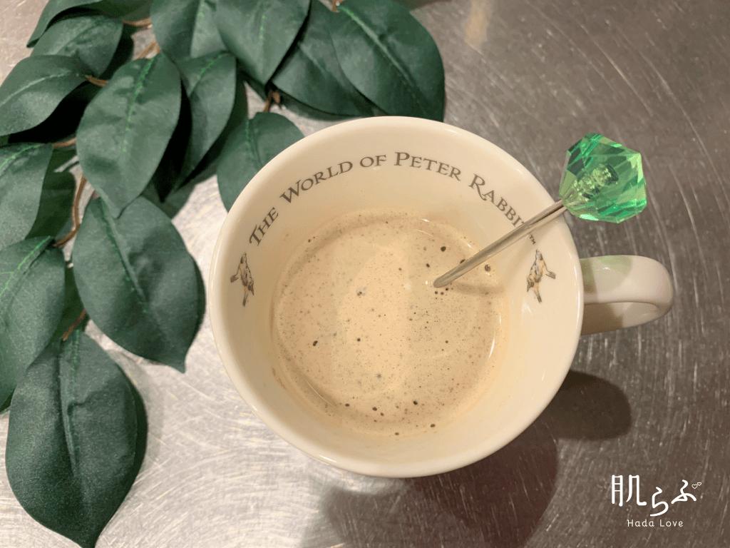 チョコホイップを追加したケトスリムバターコーヒーの上からの写真