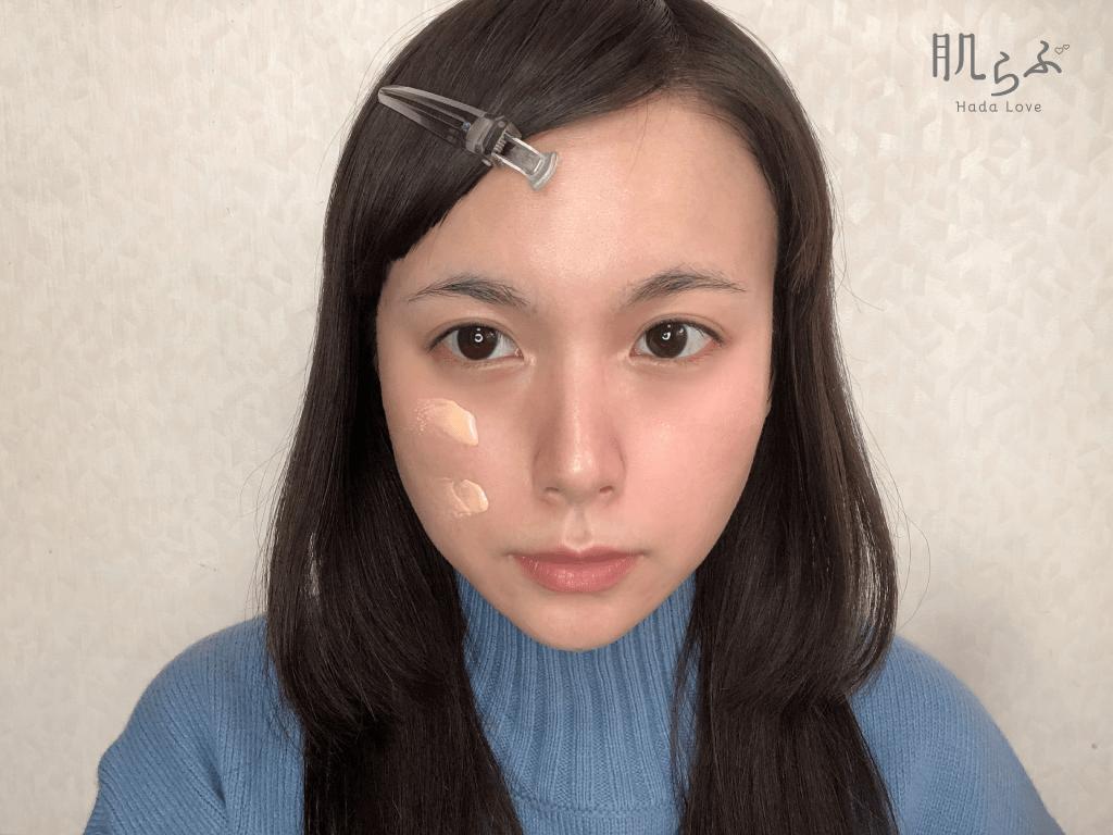 UVウルトラフィットベースEXを顔の右半分に塗ったところ